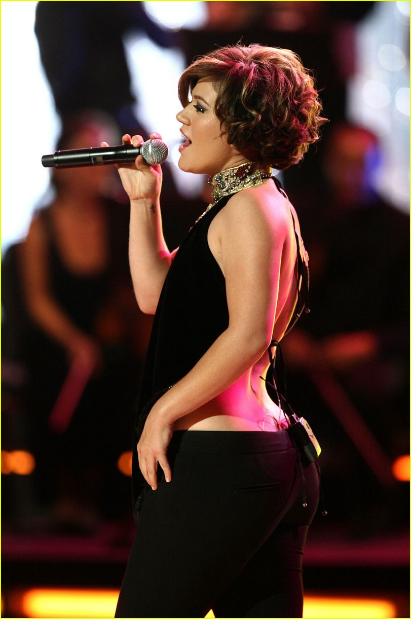 Falling Hair Haircut Wallpaper Kelly Clarkson Honors Her Own American Idol Photo 45921