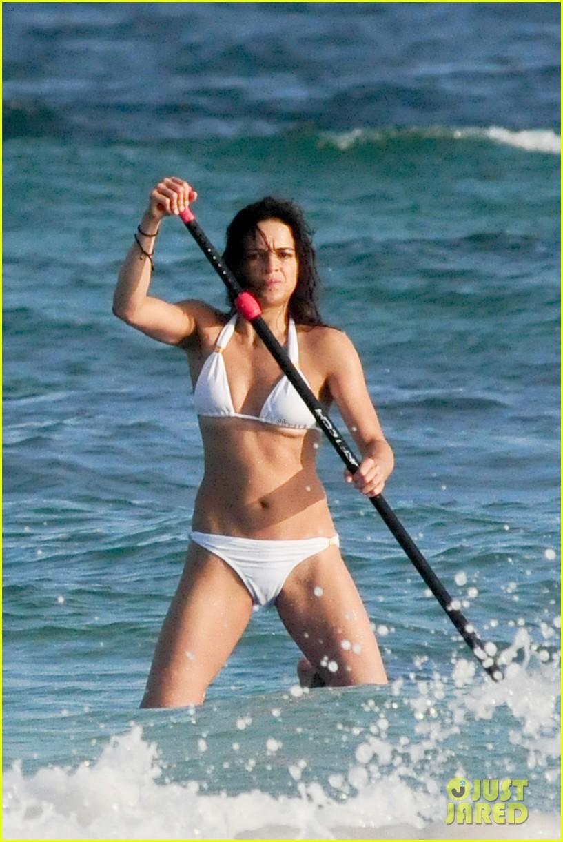 No Girls Allowed Wallpaper Michelle Rodriguez Flaunts Hot Bikini Bod On Nye In Mexico