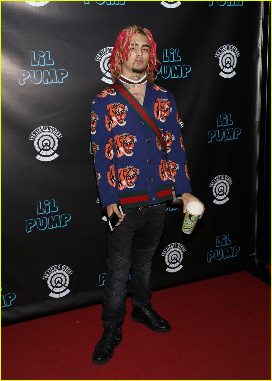 Hollywood Sign Iphone Wallpaper Lil Pump Throws Dollar Bills Around At His Birthday Party
