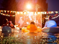 Best Projectors for Outdoor Movies - Mumtastic.com