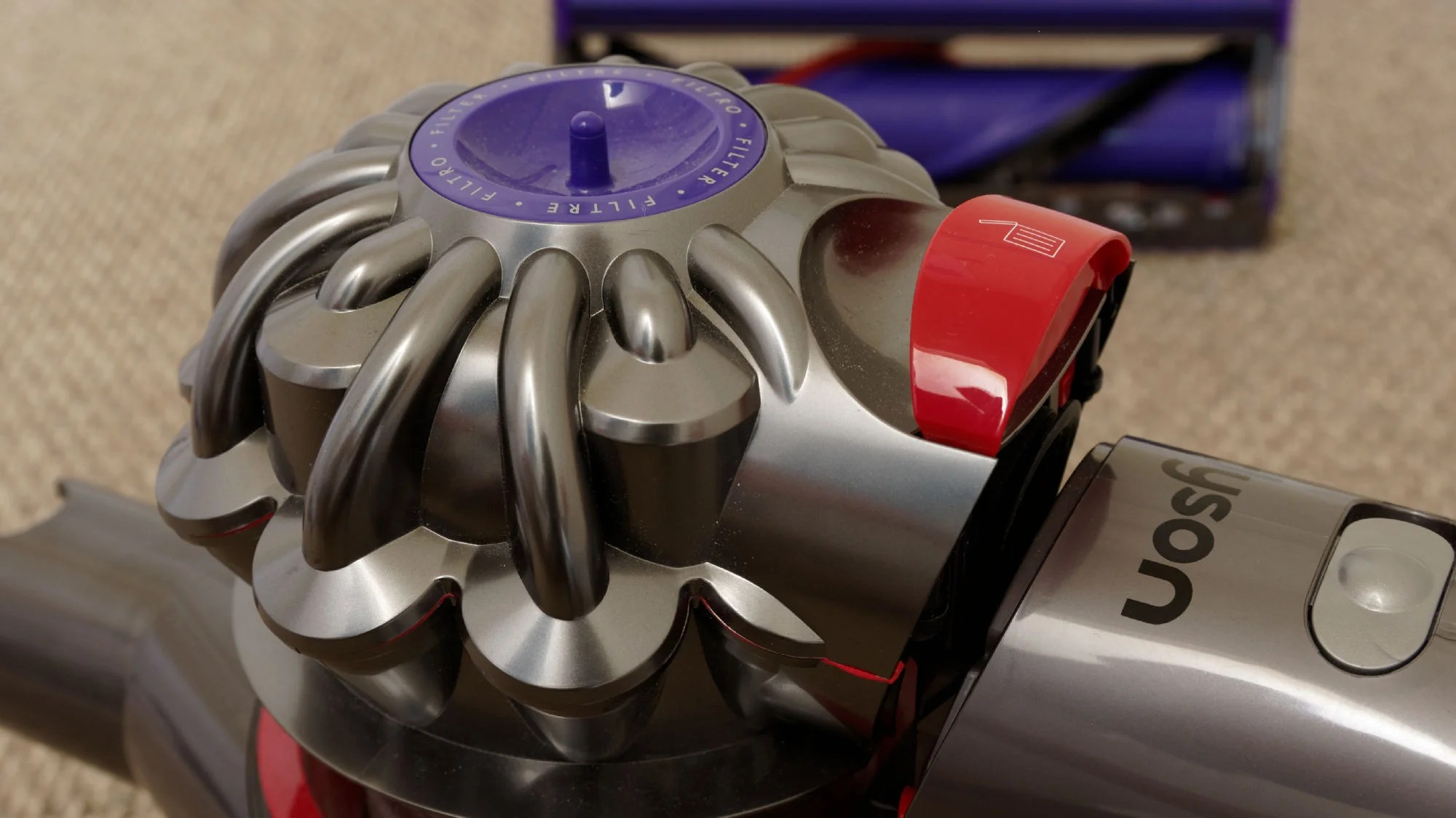 Dyson V8 Avis Dyson V8 Animal Review A Cheaper Alternative To The Cyclone V10