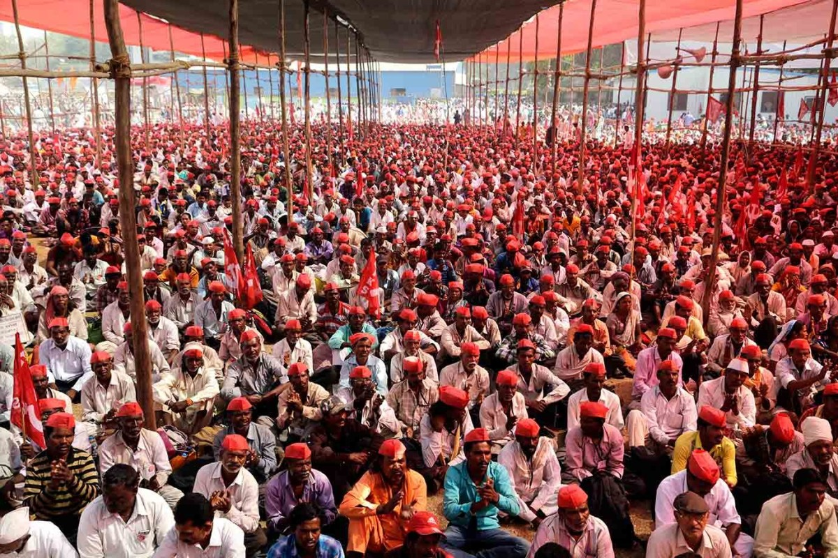 In November 2018, tens of thousands of farmers and labourers marched to Delhi, demanding better crop prices. Similarly, in March that year, protesting farmers from Maharashtra walked 160km to Mumbai. Photo: Team Ceritalah