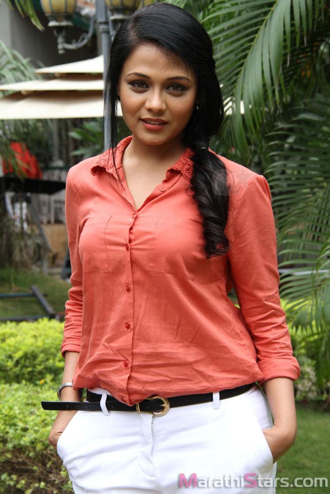 Film Actress Hd Wallpapers Prarthana Behere Marathi Actress Photos Biography