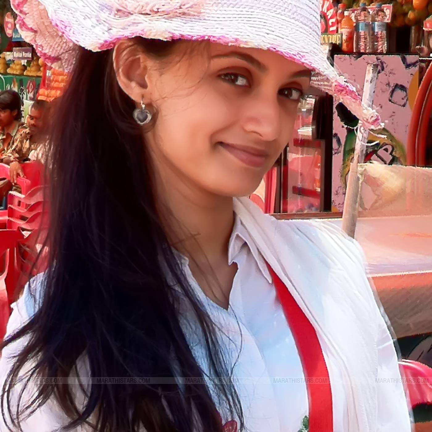Marathi Girl Hd Wallpaper Ketaki Mategaonkar Marathi Actress Photos Biography Wiki