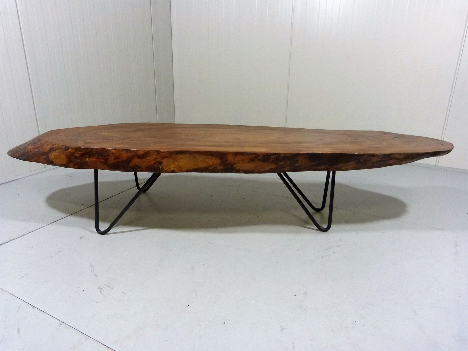 Couchtisch China Vintage Tree Trunk Coffee Table With Hairpin Legs For Sale