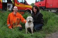 Bei einem Spaziergang kriecht ein Hund in Leonberg in ein ...