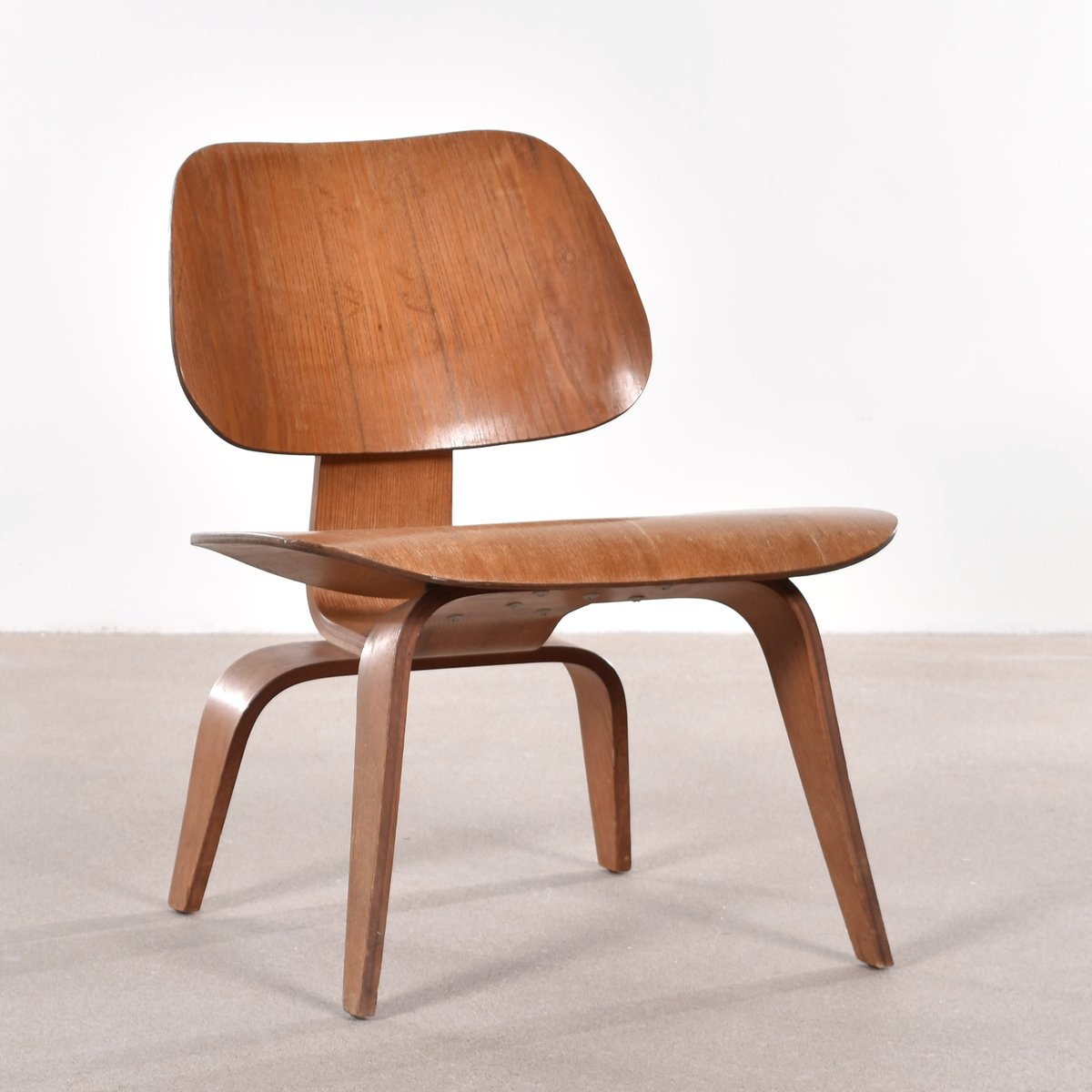 Sessel Mid Century American Lcw Ash Lounge Chair By Charles & Ray Eames For