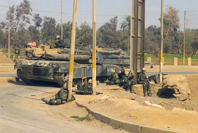 US Marine Corps (USMC) Marines assigned to Charlie/Company, 2nd Tank