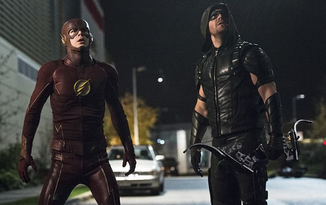 Go Behind the Scenes of The Flash and Arrow Crossover in New Video.