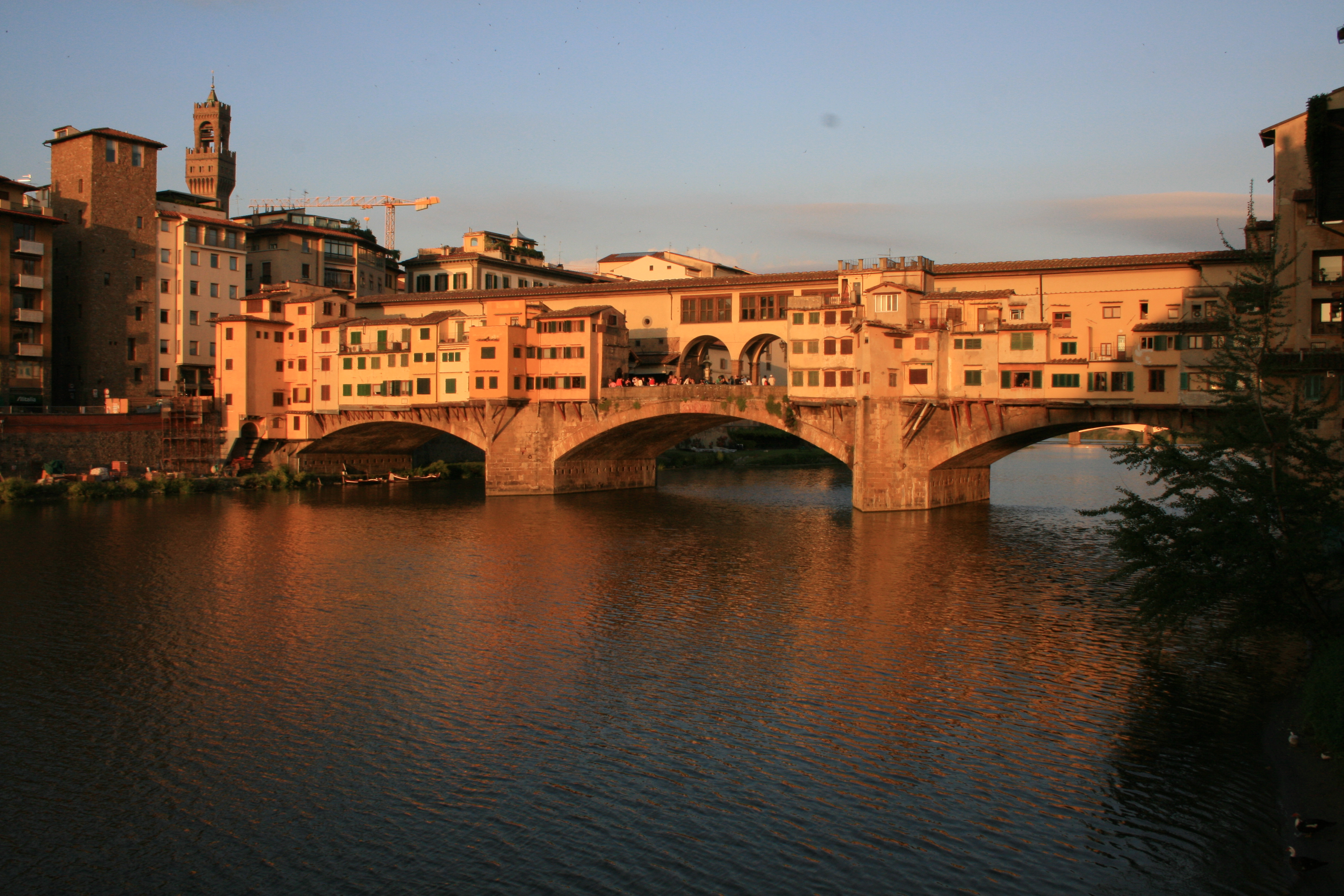 Il Ponte Just Eat Ponte Vecchio In Florence Italy Oldest Bridge In Florence Over