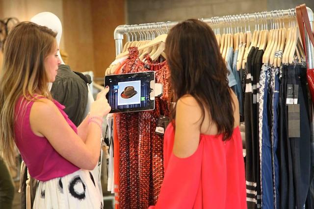 3 Ways To Empower Your Retail Sales Associates Today - retail sales associate