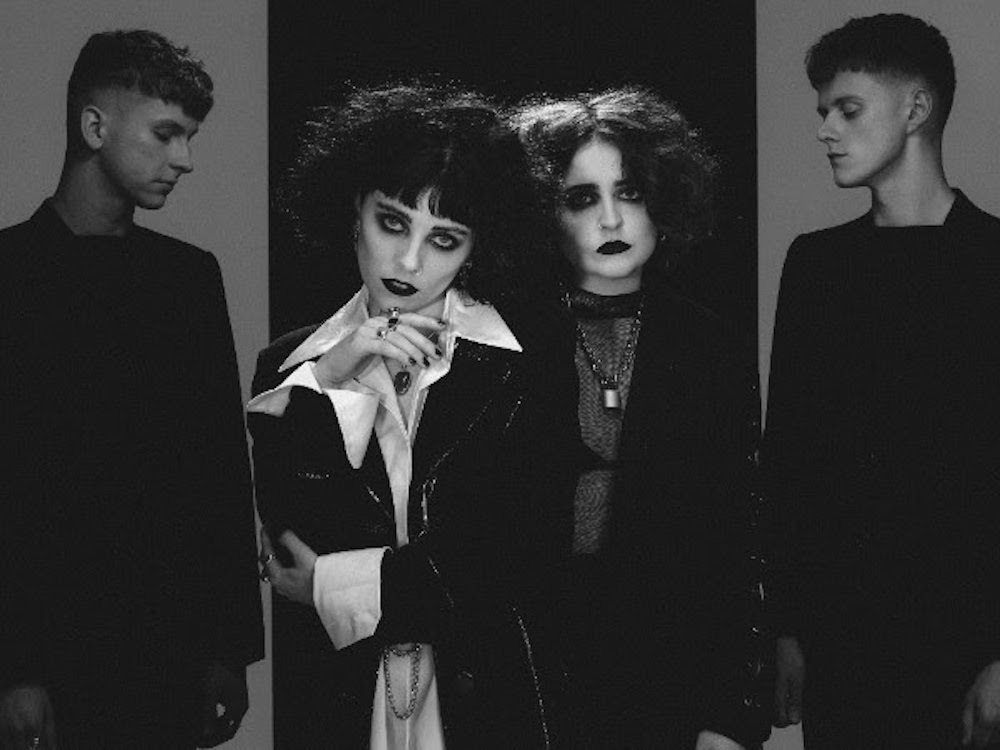 Wallpaper Of Boy And Girl Kiss Pale Waves Announce Debut Album My Mind Makes Noises