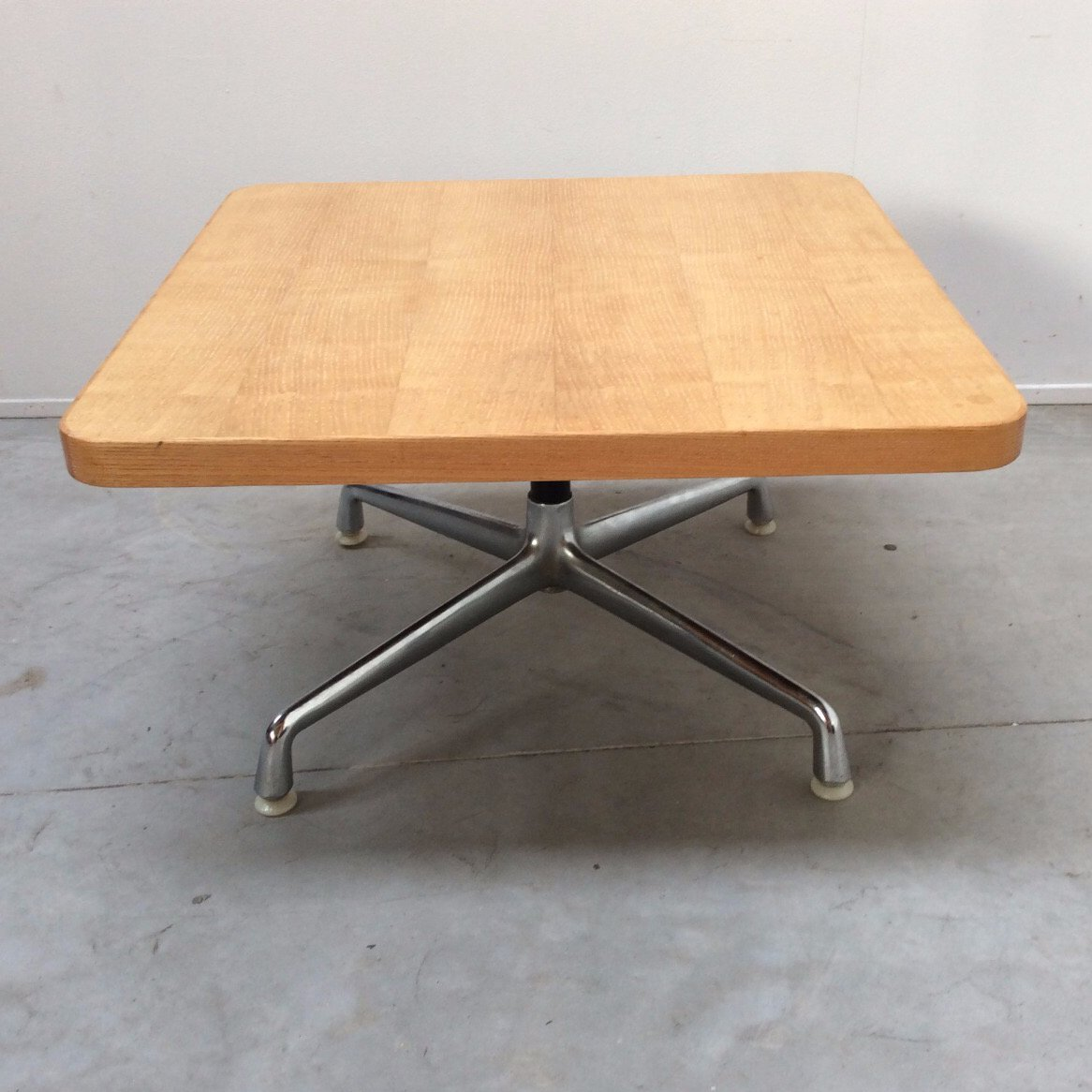 Couchtisch Eames Vintage American Coffee Table By Charles Eames For Herman Miller 1960s
