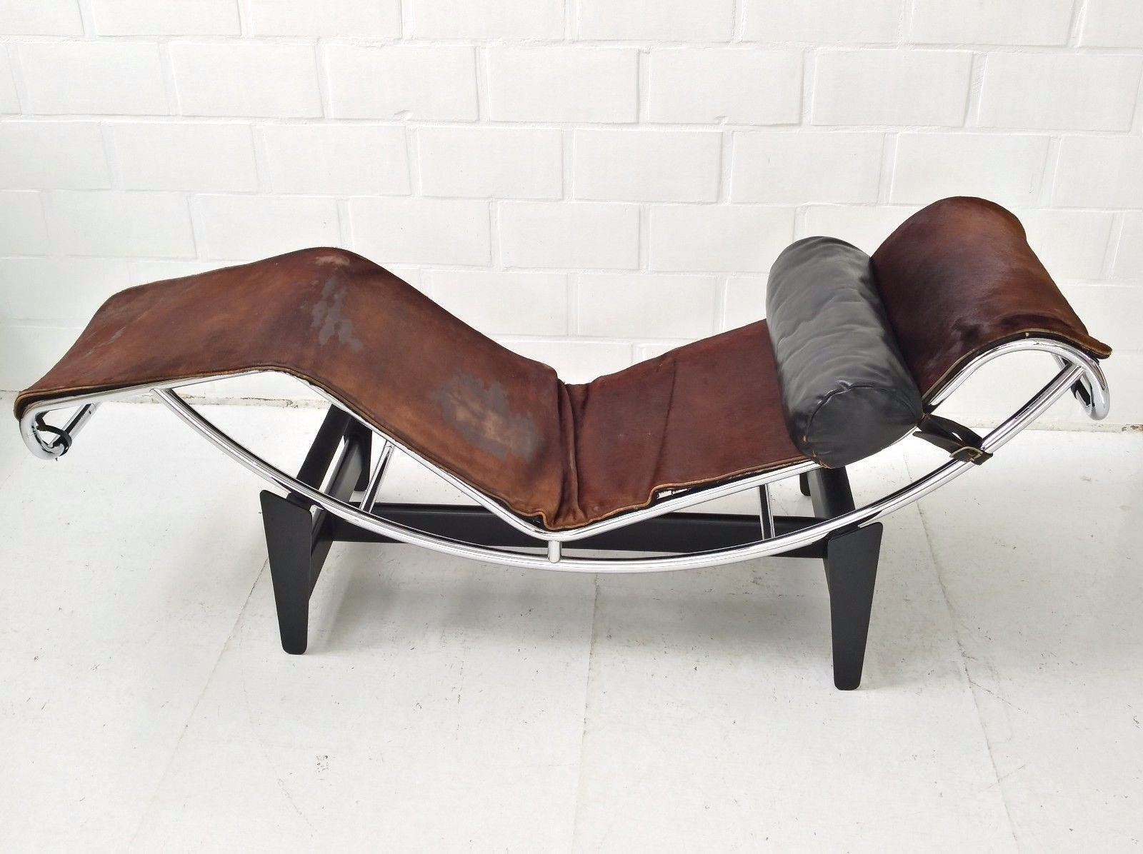 Chaise Longue Suisse Lc4 Chaise Longue By Le Corbusier Charlotte Perriand