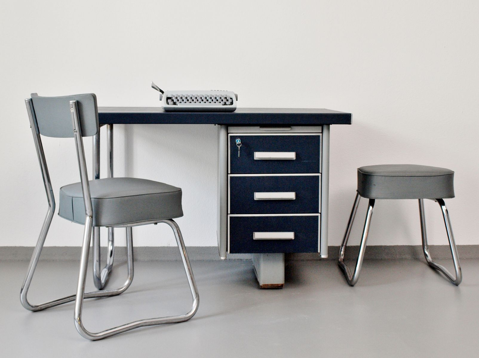Pullman Sessel Desk With Chair And Stool From Pullman 1950s