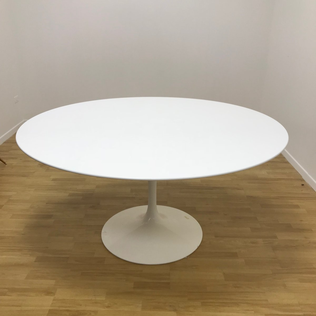 Knoll Saarinen Vintage Circular Tulip Table By Eero Saarinen For Knoll