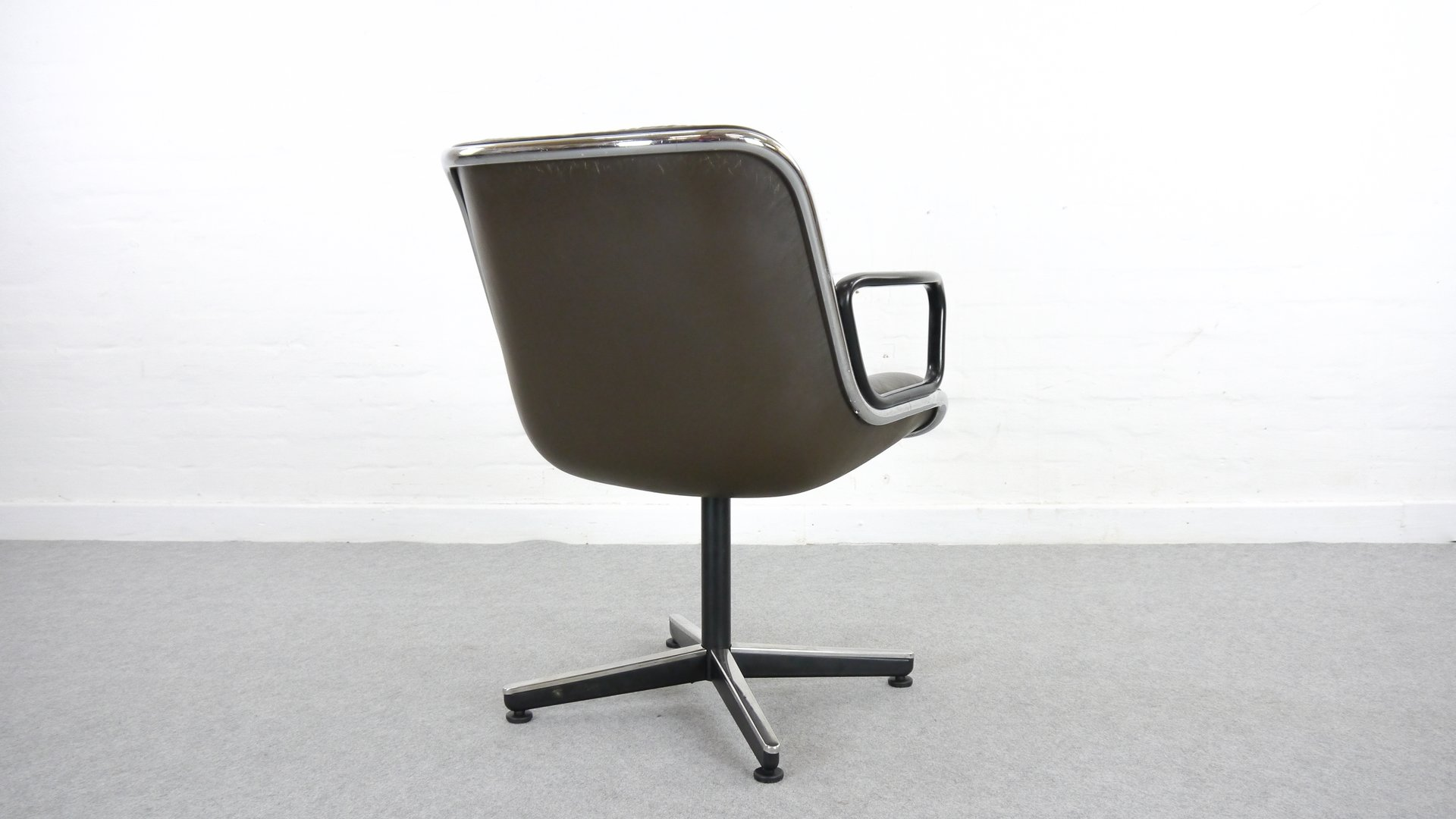 Knoll International Leather Executive Desk Chair By Charles Pollock For Knoll International 1963