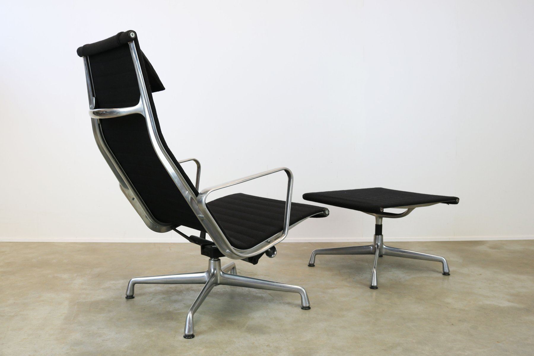 Miller Sessel Ea124 43 Ea125 Sessel And Fußhocker Von Charles And Ray Eames