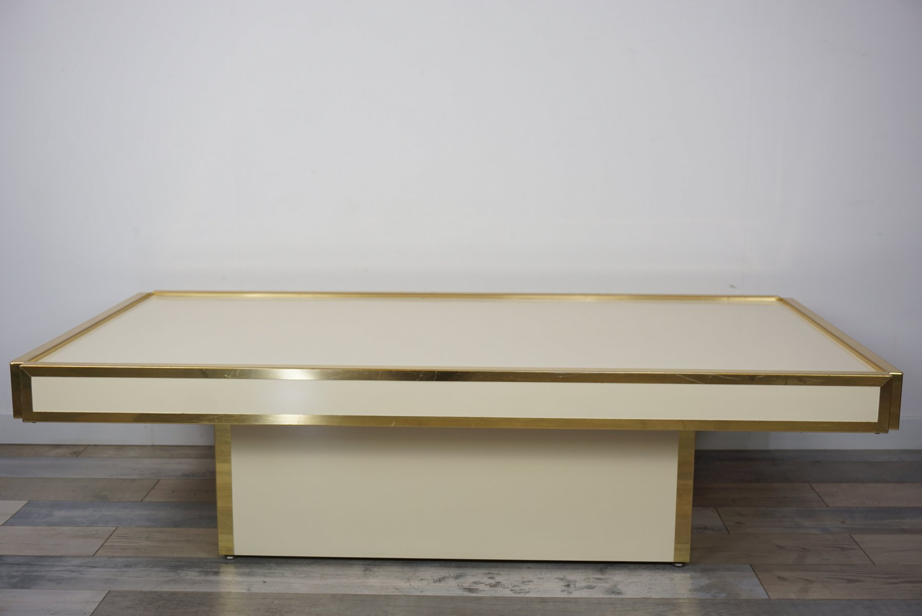 Mid Century Couchtisch Mid Century Couchtisch Mit Messing And Elfenbeinfarbener