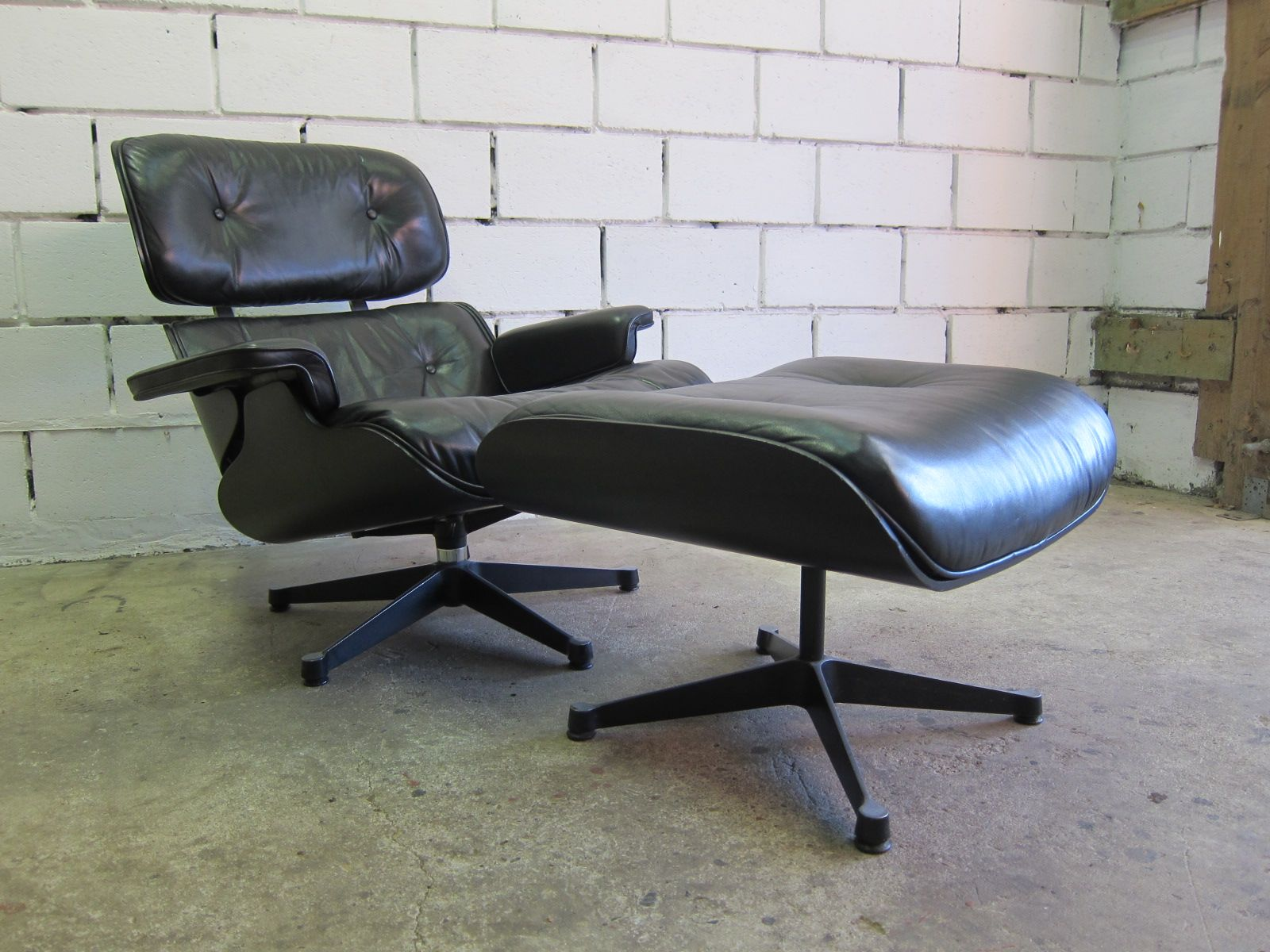 Vitra Eames Lounge Chair Lounge Chair And Ottoman By Charles Ray Eames For Vitra 1978