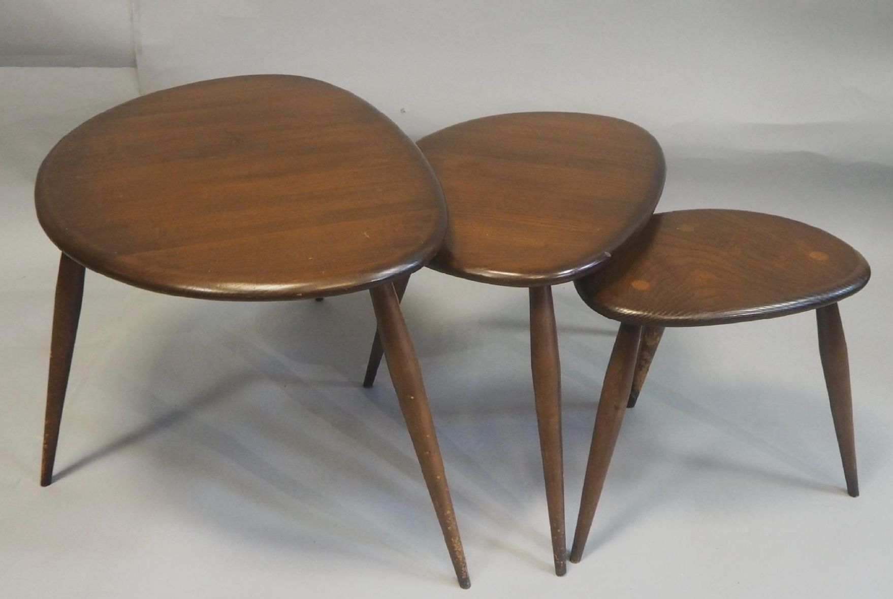 Tables Gigognes Tables Gigognes Par Lucian Ercolani 1950s