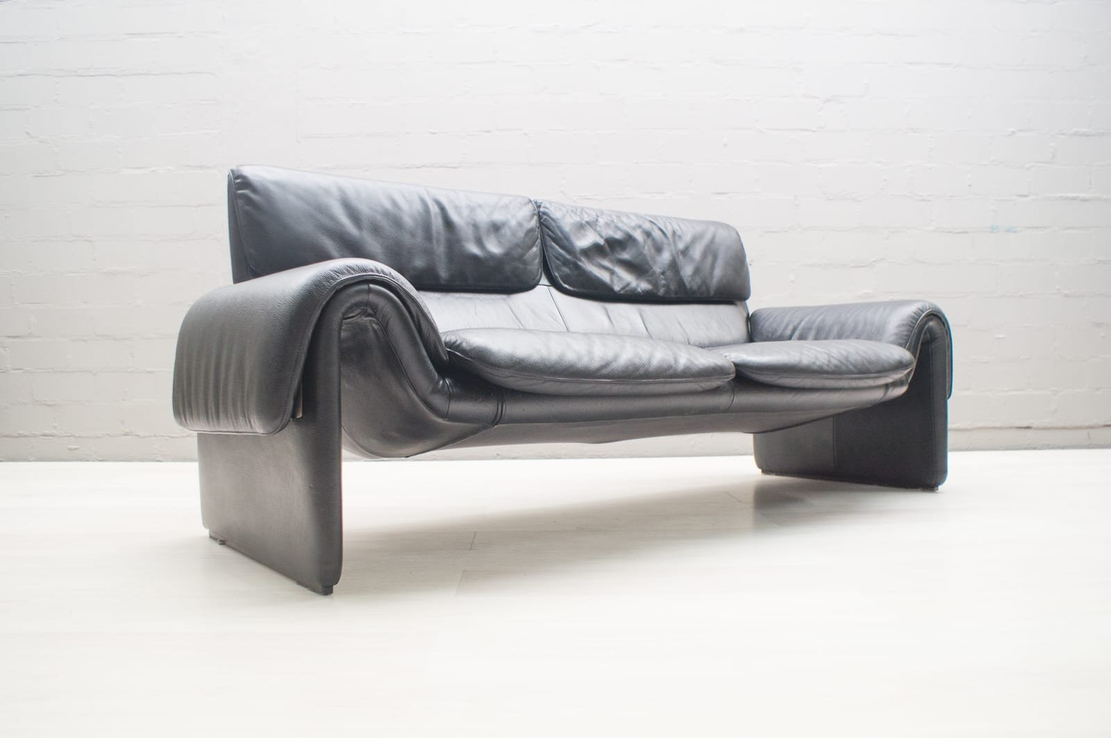 De Sede Black Leather Ds 2011 Two Seater Sofa From De Sede 1960s
