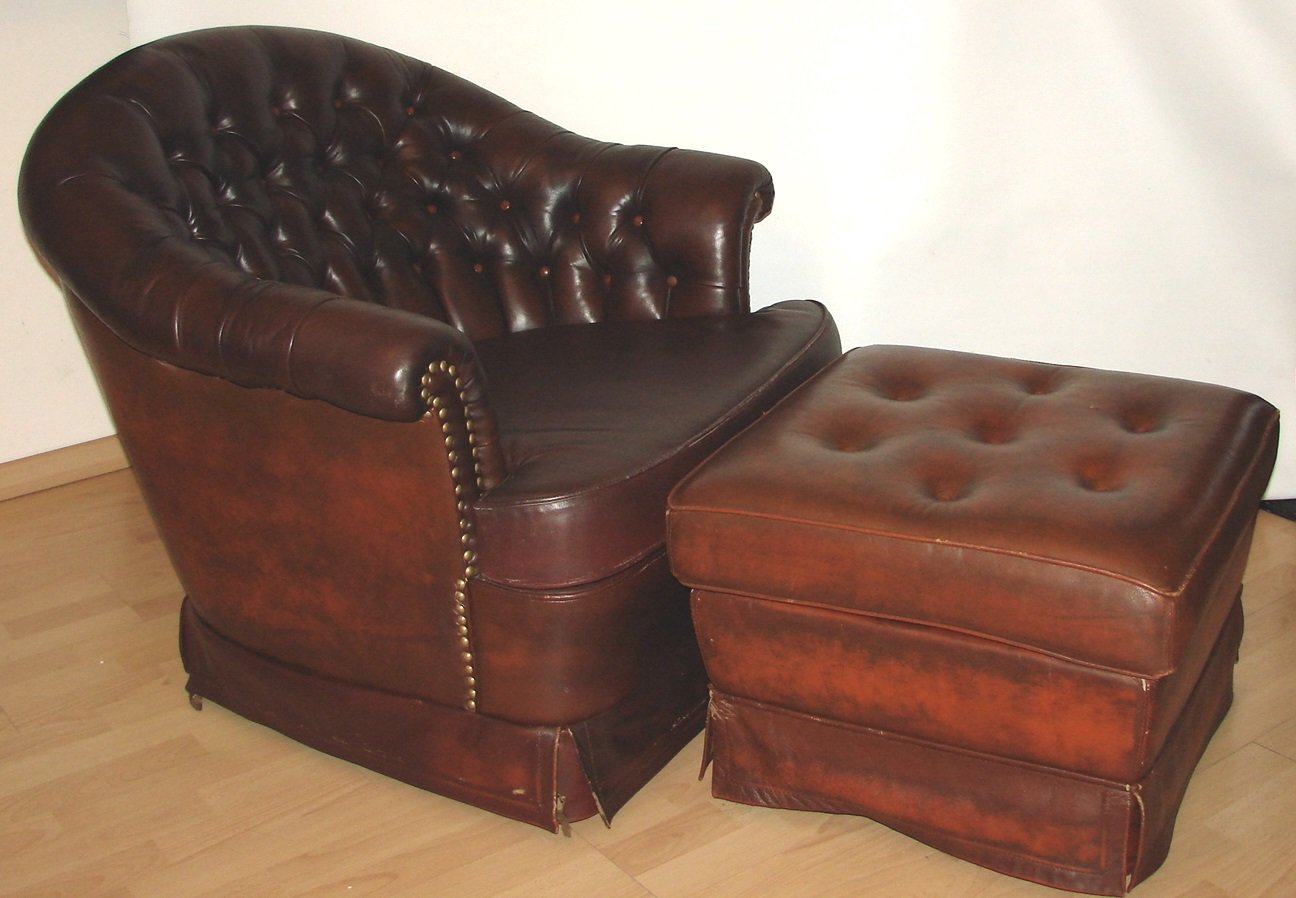 Chesterfield Sessel Vintage Chesterfield Sessel Und Fußhocker 1960er