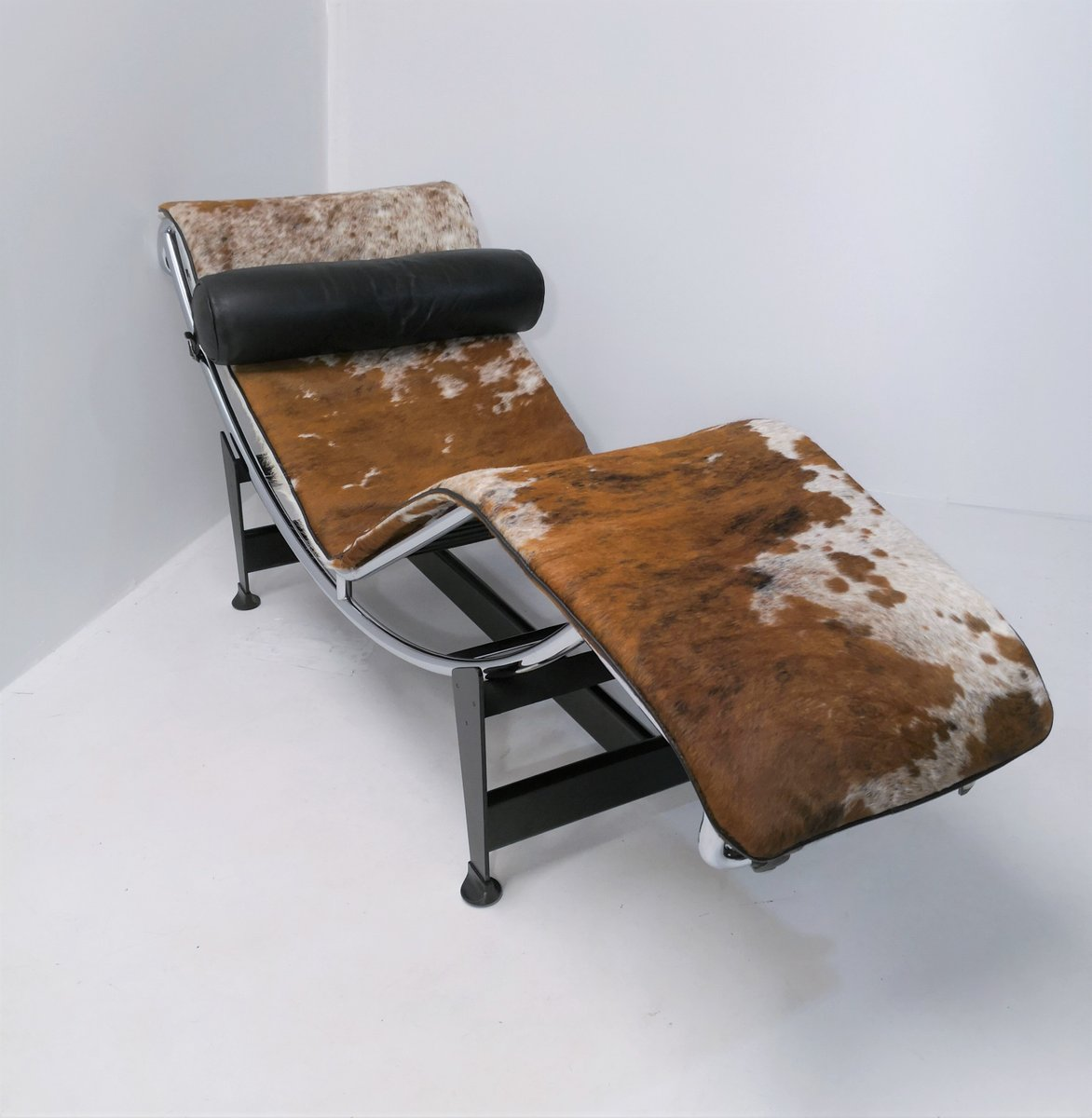 Chaise Le Corbusier Prix Lc4 Chaise Lounge By Le Corbusier Pierre Jeanneret