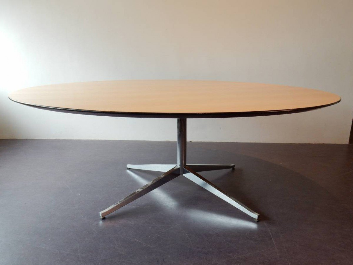 Florence Round Vintage Round Dining Or Conference Table By Florence Knoll Bassett For Knoll Inc