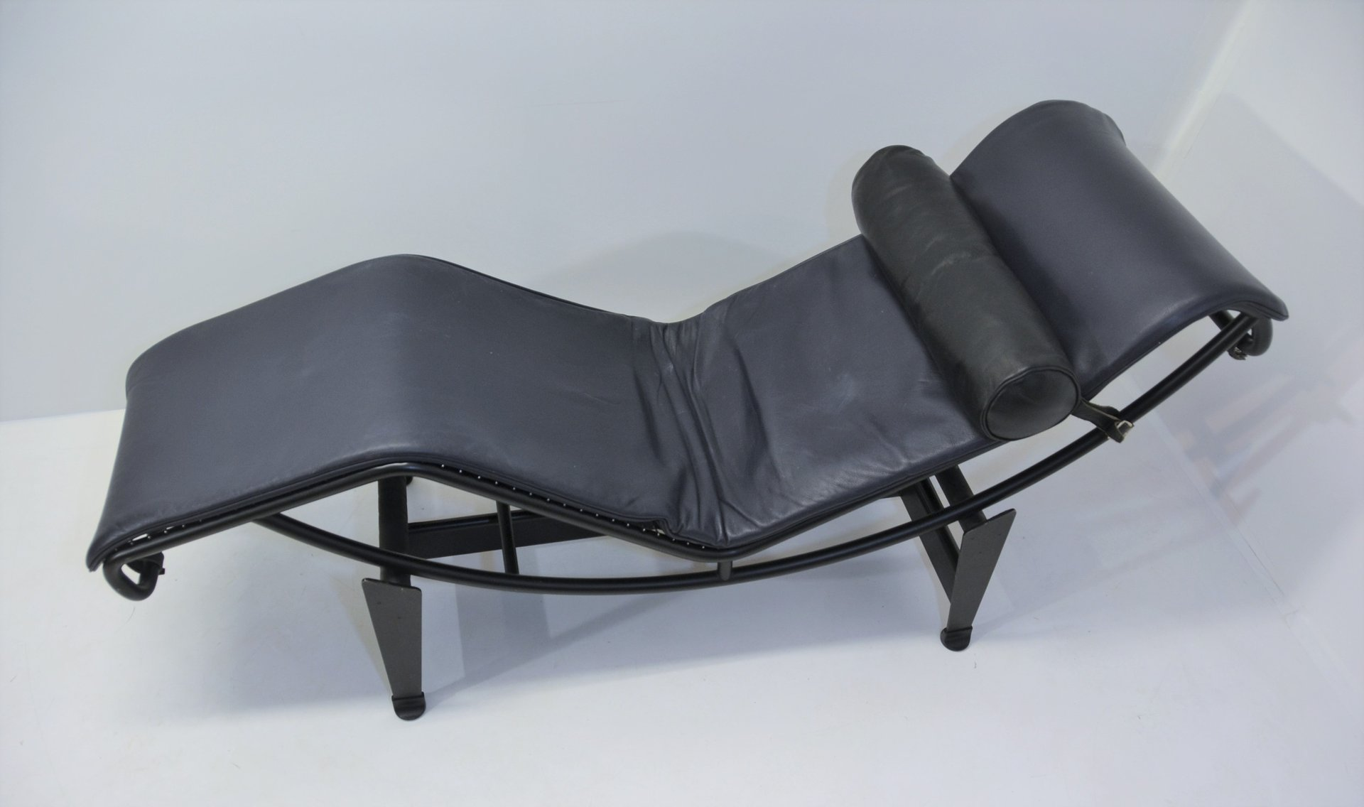 Chaise Le Corbusier Prix Vintage Lc4 Chaise Lounge By Le Corbusier Pierre