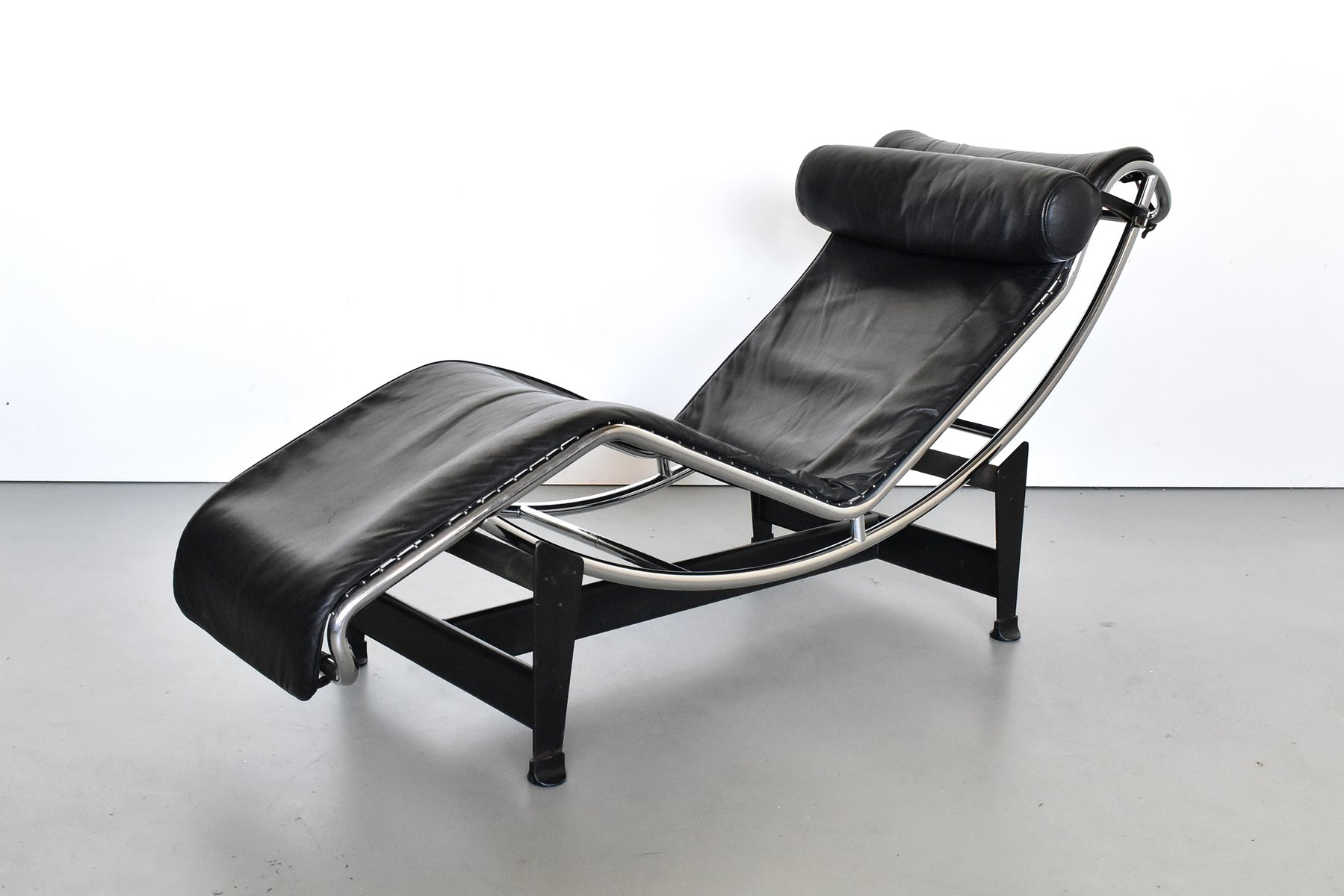 Chaise Le Corbusier Prix Lc4 Chaise Longue By Le Corbusier Pierre Jeanneret