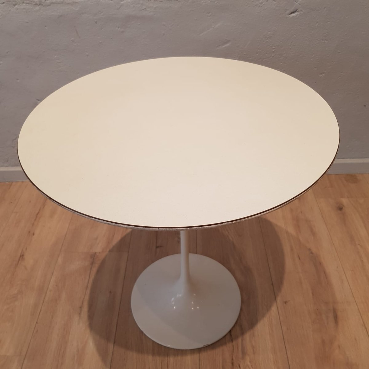 Table Tulipe Blanche Table Tulipe Blanche Par Eero Saarinen Pour Knoll 1960s