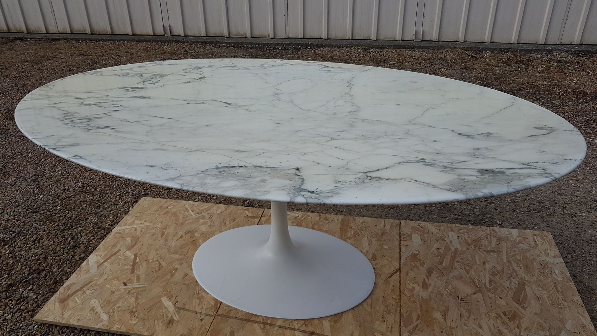 Table Ovale Saarinen Table Ovale Par Eero Saarinen Pour Knoll 1984 En Vente