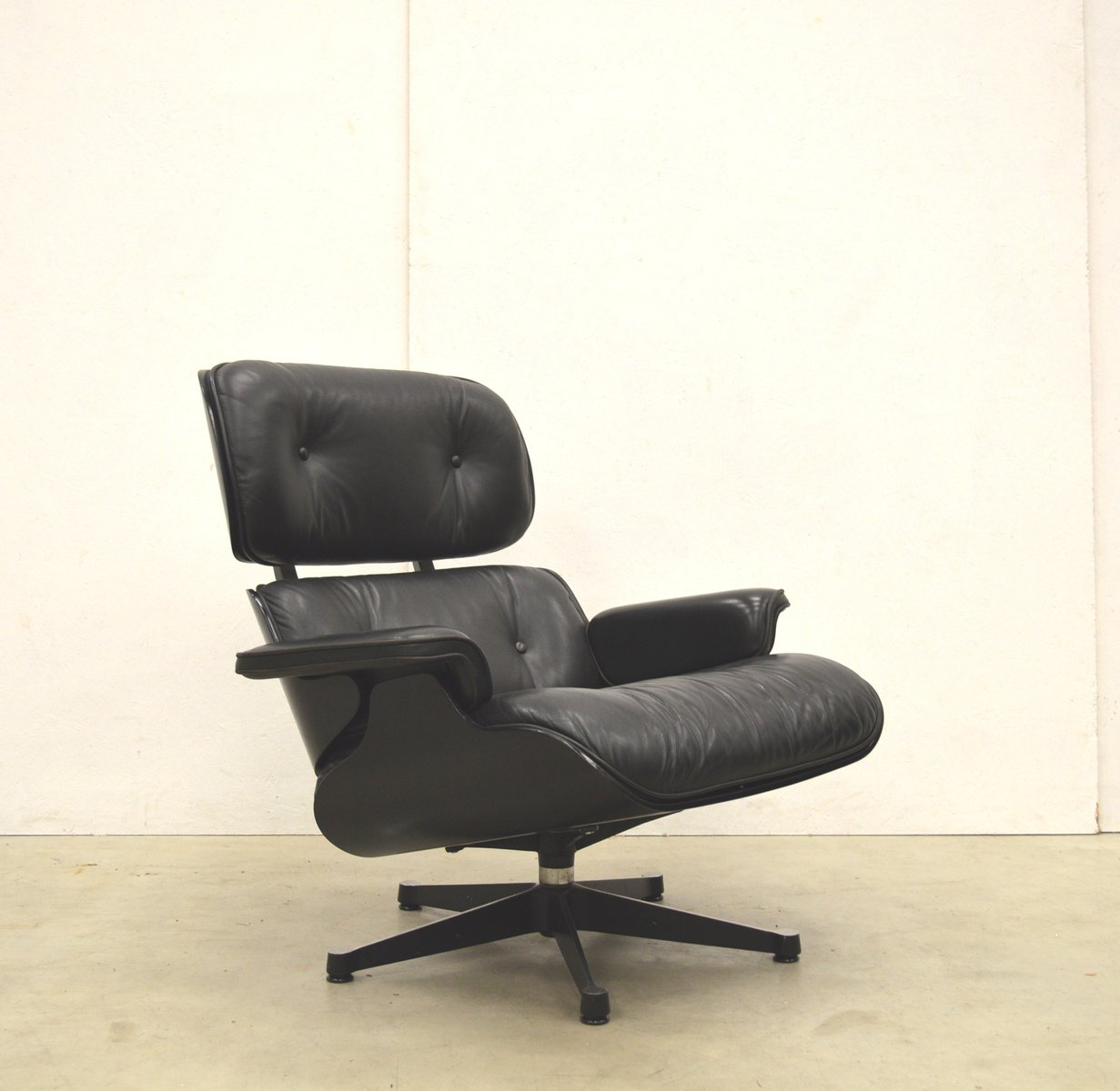 Sessel Charles Eames Schwarzer Sessel Von Charles And Ray Eames Für Vitra 1980er