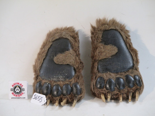 Animated Full Scale Realistic Bear Paw For Filmed Attacks