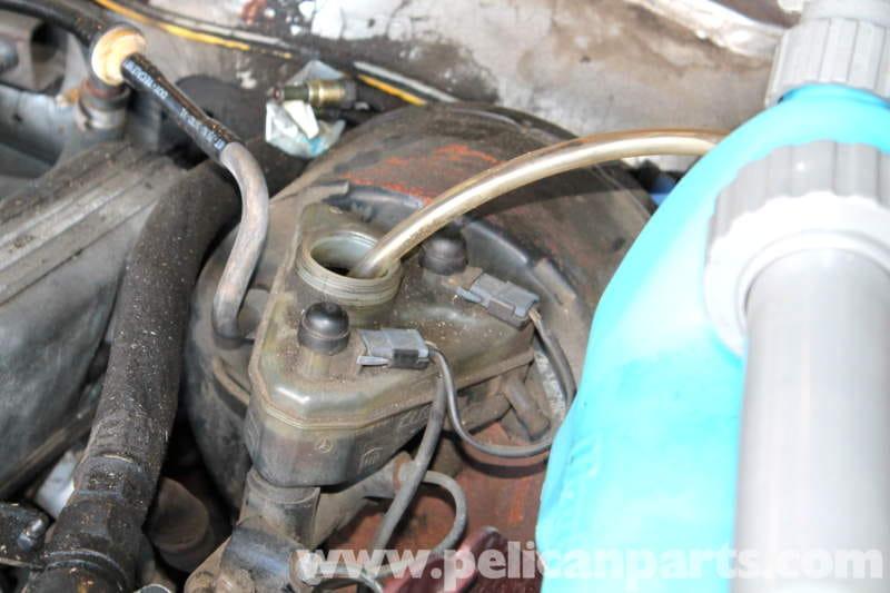 Mercedes-Benz R107 Master Cylinder and Brake Fluid Reservoir