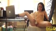 Clitrubbing uk slut playing with vibrator