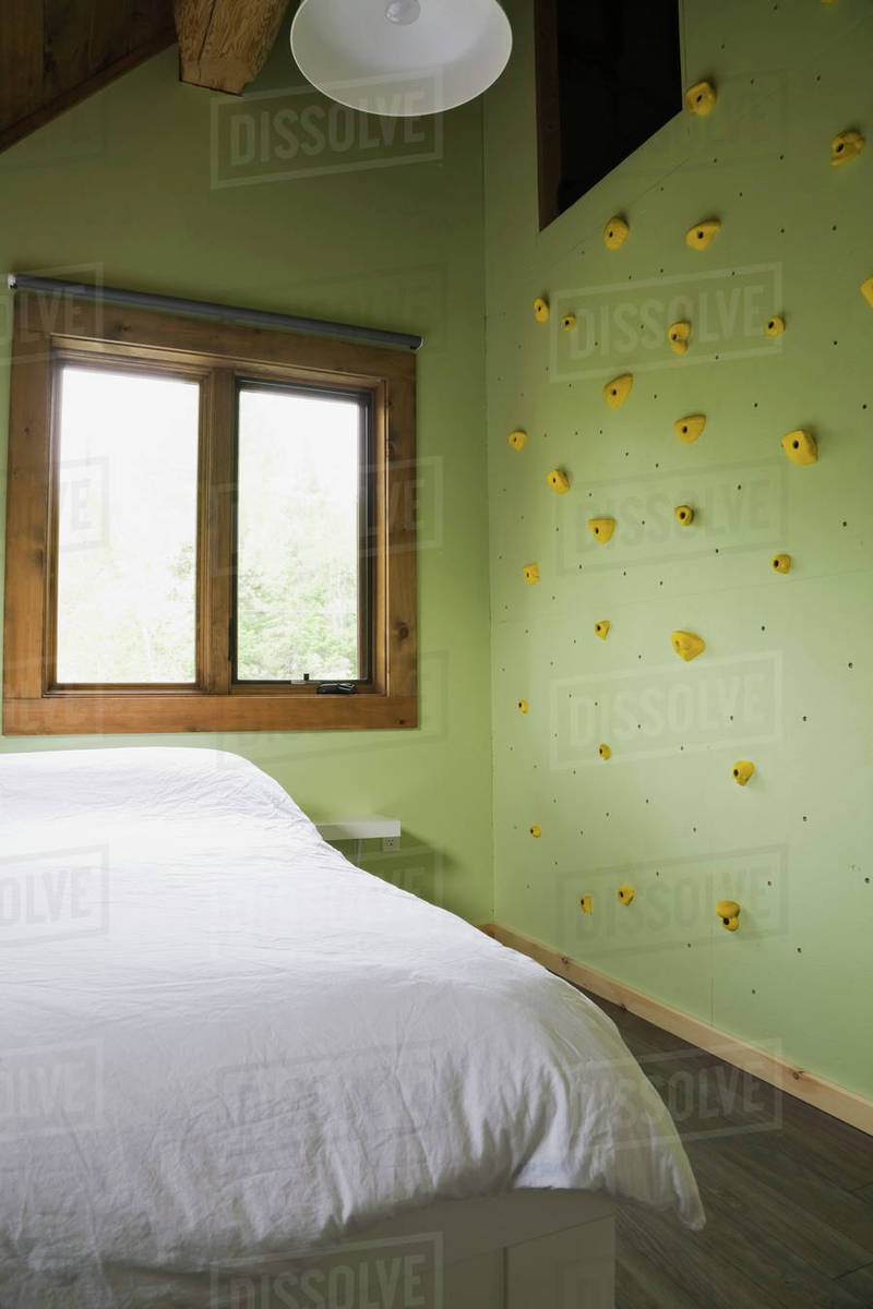 Canada Bed Child S Bedroom With Climbing Wall In Cottage Style Log Home Quebec Canada Stock Photo