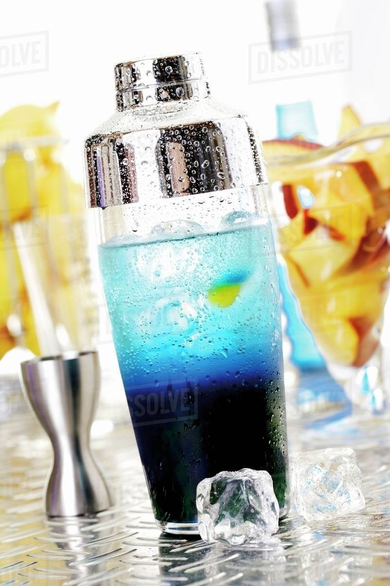 Blue Curacao Cocktail Alkoholfrei Blue Curacao Cocktail In Shaker Stock Photo