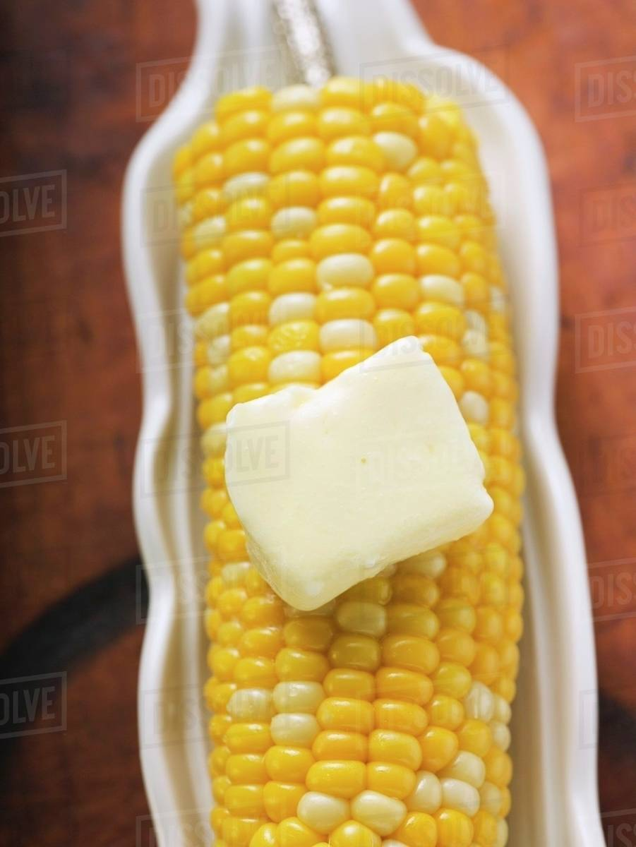 Cuisines Knob Corn On The Cob With Knob Of Melting Butter Overhead View Stock Photo