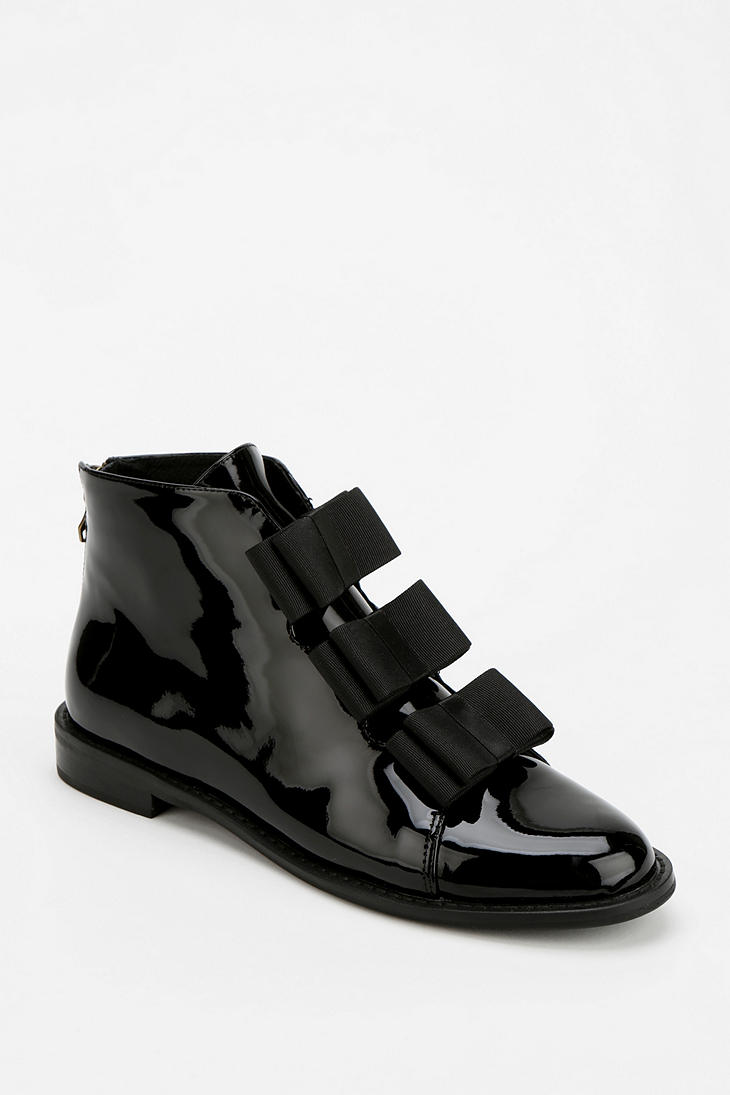 Lyst Urban Outfitters Ftroupe Patent Bow Ankle Boot In Black