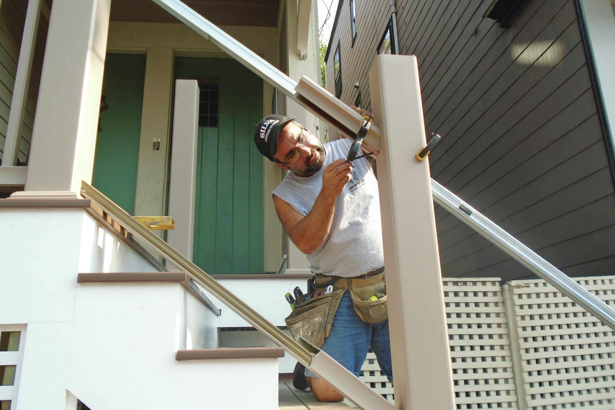 Installation Terrasse Composite Installing A Composite Rail Kit | Professional Deck
