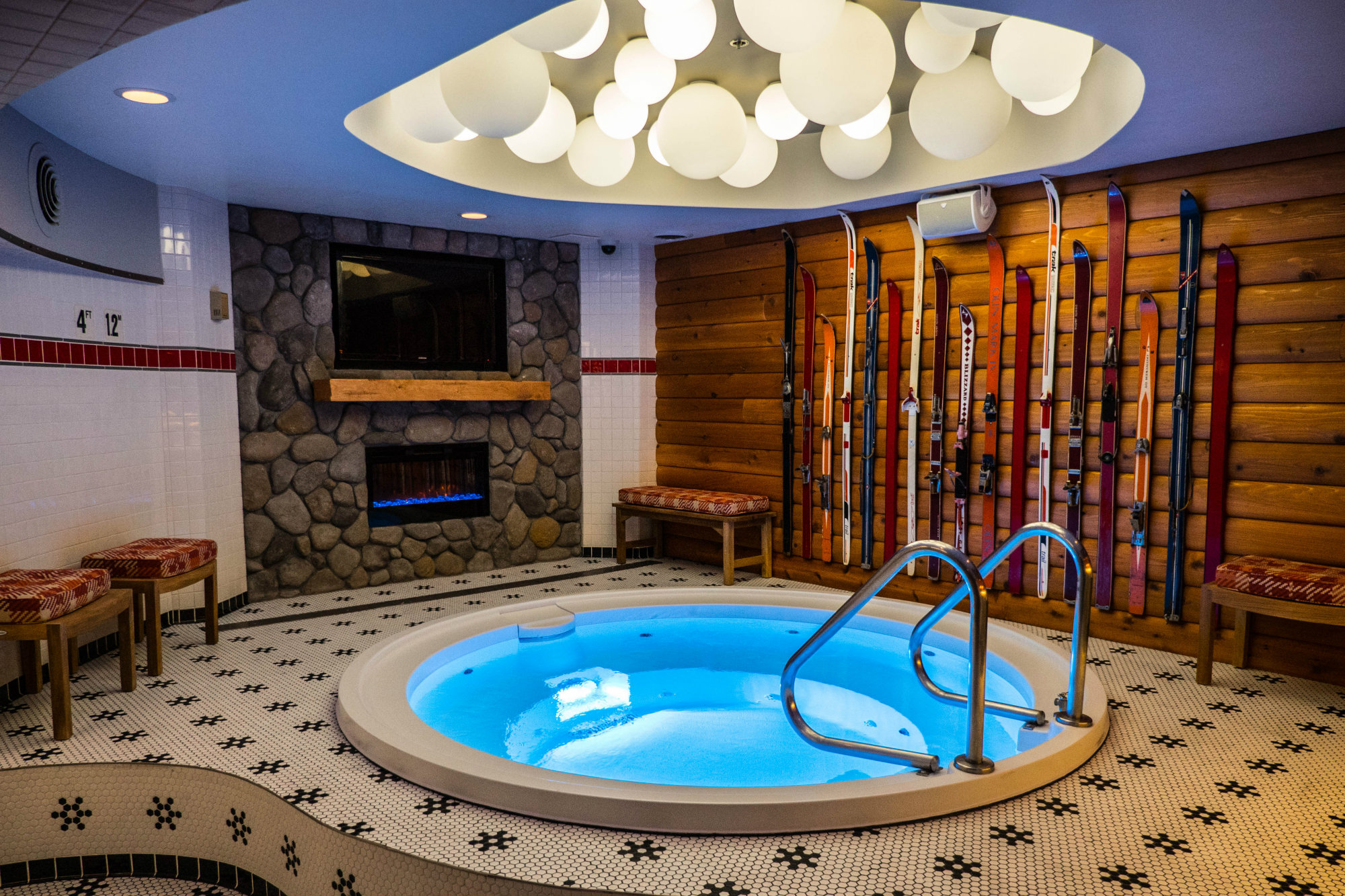 Zen Jacuzzi Pool With Exclusive Lounge A Chicago Hotel Opens Hot Tub Themed Bar Pool And Spa News