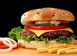 Hamburguesa con patatas_EFE