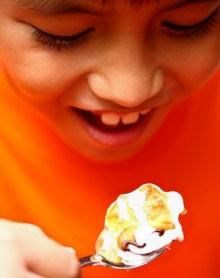 Niño comiendo (2)