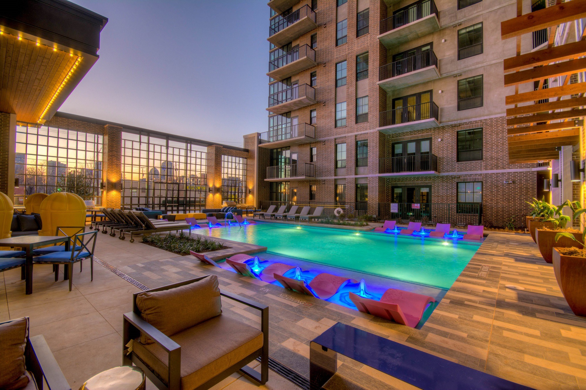 Garage Apartment For Rent In Dallas Deep Ellum Luxury Apartments The Case Building Downtown Dallas