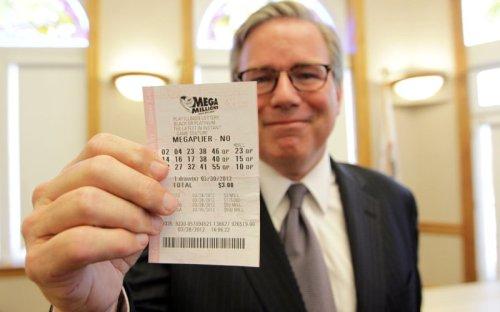 Mega Millions lottery rolls over to $550 million