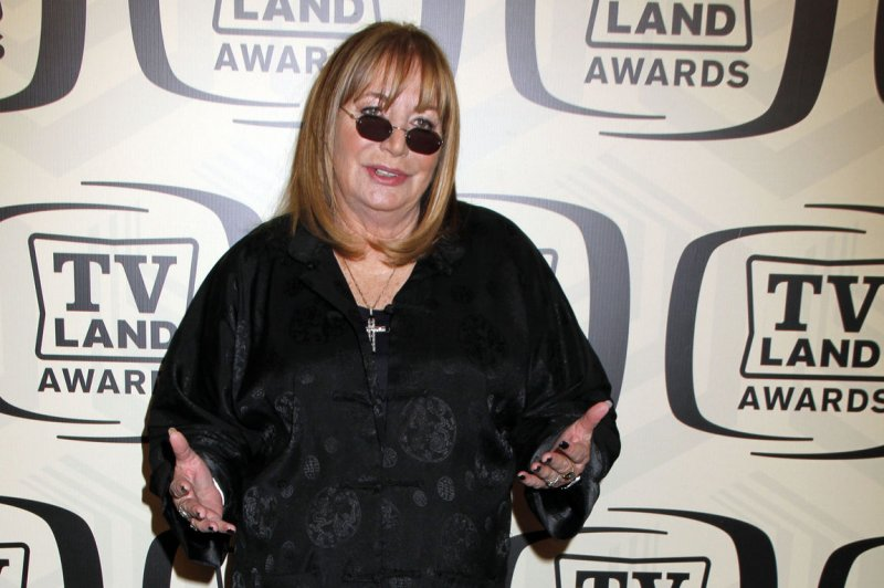 Hollywood Remembers Penny Marshall As 39great Comedienne
