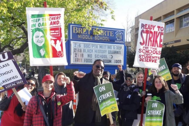 Thousands of Oakland teachers picket in latest US education