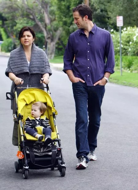 Stroller Mom Reviews Tiffani Thiessen Takes A Stroll With Daughter Harper